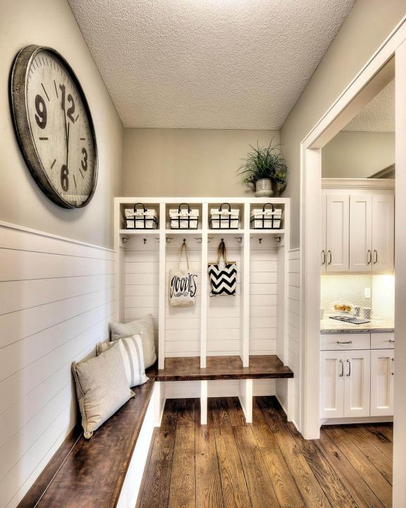 Modern Country Style Mud Room