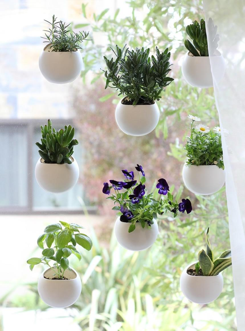 An Ultra-Modern Vertical Garden Idea