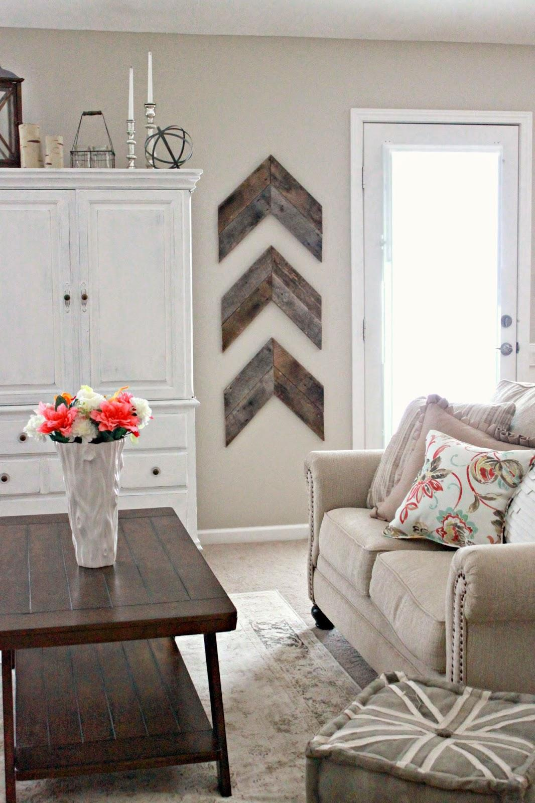 Chic and Simple Reclaimed Wood Wall Chevrons