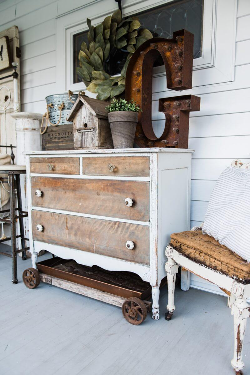 Farmhouse Bedroom Porch Bureau & Decor Ideas