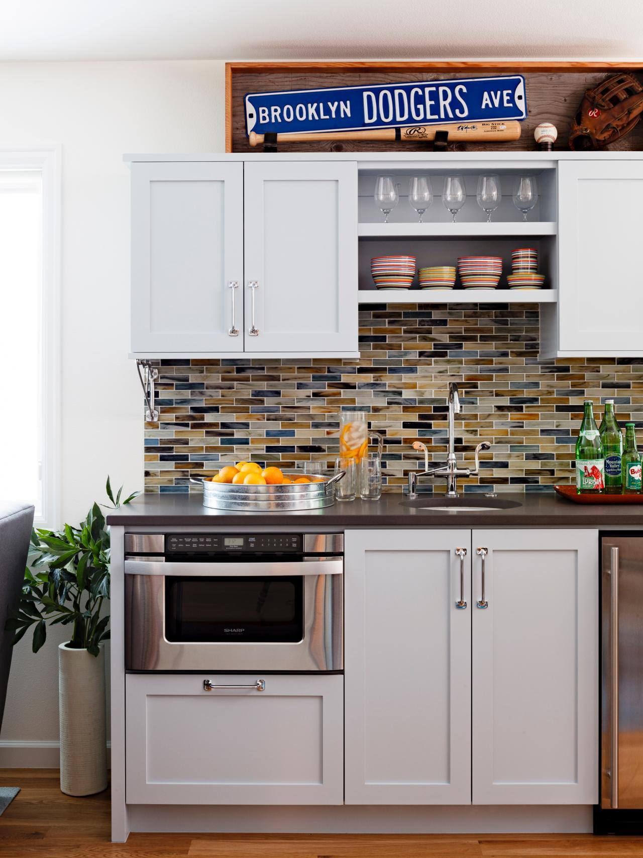 Small Tile Backsplash Design Idea