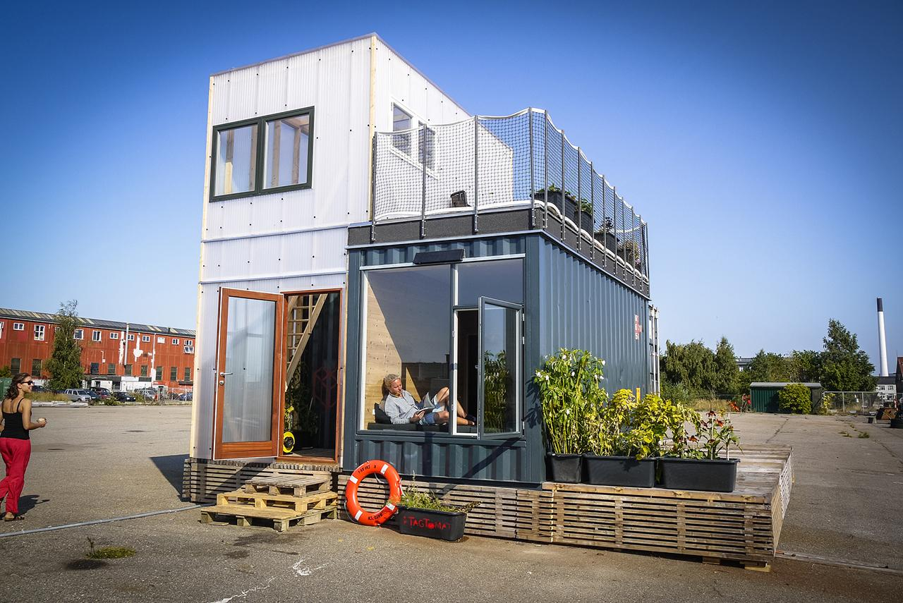 shipping-container-homes-13